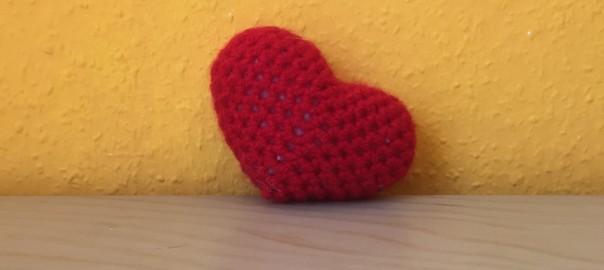 Herz häkeln: Anleitung für ein Amigurumi-Herz - Wolltiger